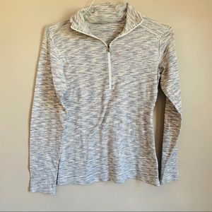 size small Columbia pull over 1/4 zip Gray white